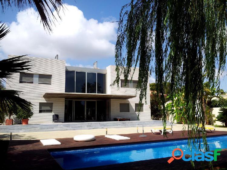 Exclusiva villa de lujo, situada en Campoamor.