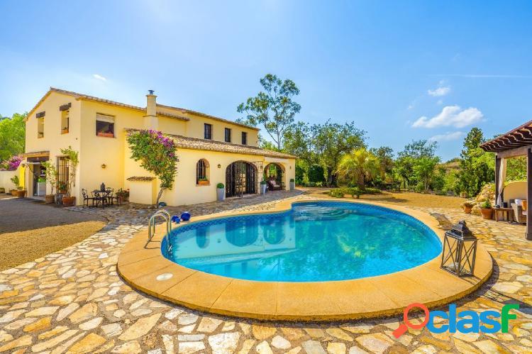Exquisita villa de estilo hacienda en venta cerca de las