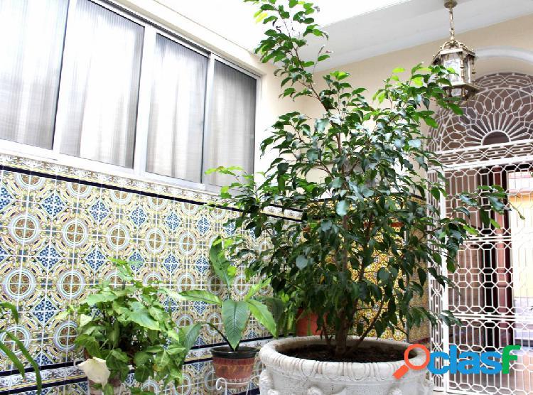 Extraordinaria casa de dos plantas. En pleno centro de Jerez