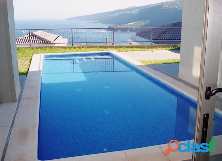 Extraordinario Chalet con piscina en La Quinta - Santa