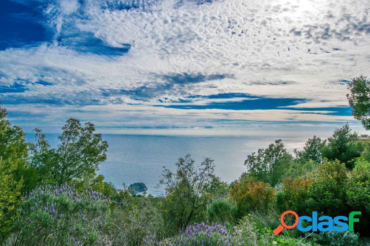 Fantástica parcela con impresionantes vistas al mar en