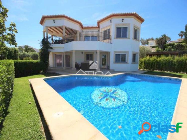 Fantástica villa en Adsubia con vistas abiertas al mar y al