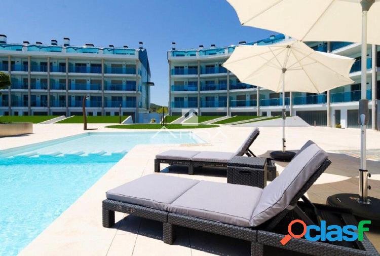 Fantástico apartamento con vistas al mar en lujoso