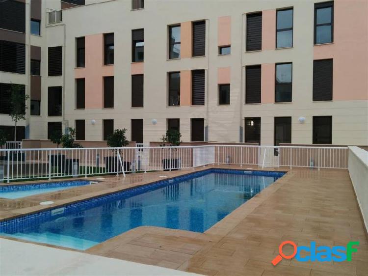 Fantástico piso seminuevo en zona Avenidas, con piscina y