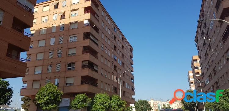 Garaje en Valencia zona Hospital General (Barrio de Luz)