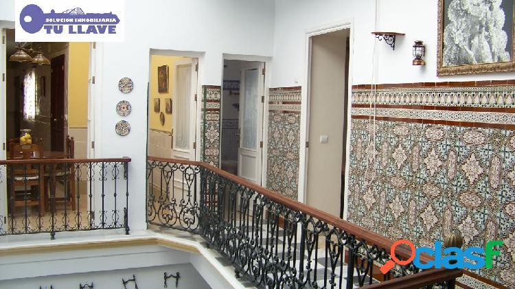 Gran Casa Palacete con Local Centro