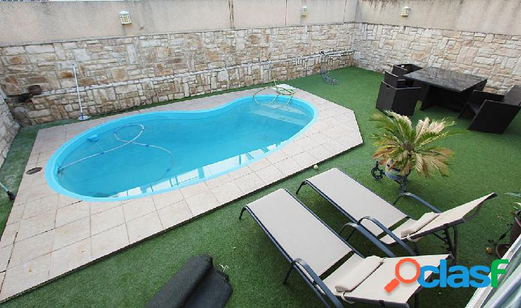 Gran Casa con piscina propia en Sevilla Este