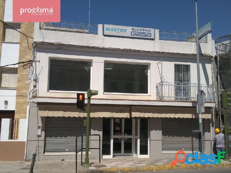 Gran Local Comercial en Avda. principal de Alcalá del Río