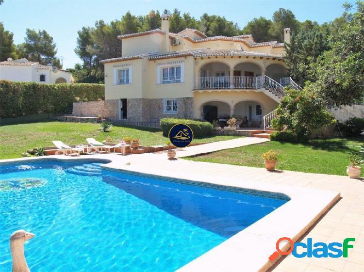 Gran Villa de Estilo Mediterráneo con Vistas al Valle,