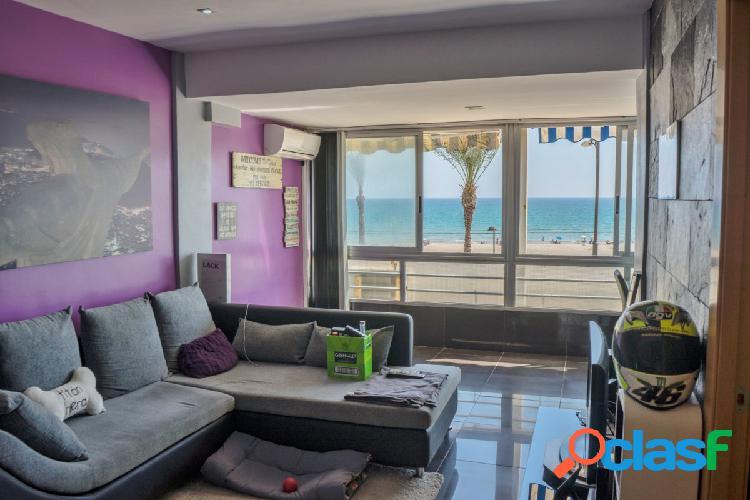 Gran apartamento de 82 m2 con vistas al mar,1º linea playa