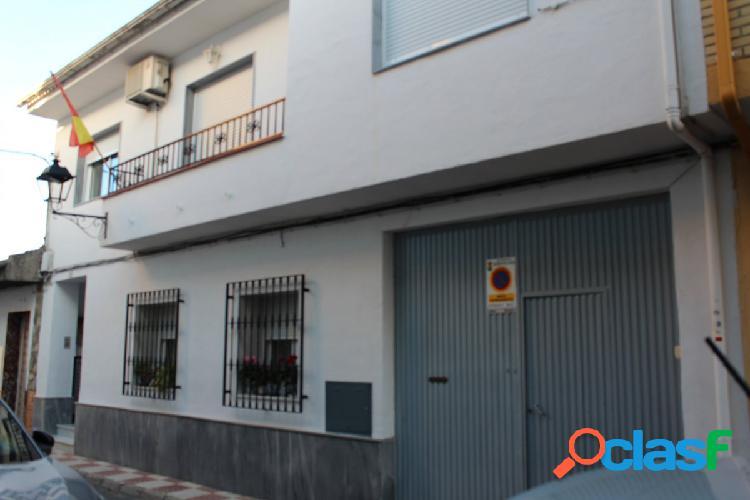 Gran casa de pueblo reformada en Churriana de la Vega