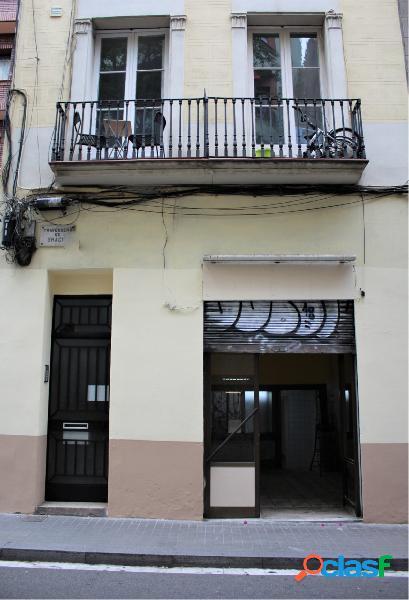 Gran local en alquiler en Travessera de Gràcia.