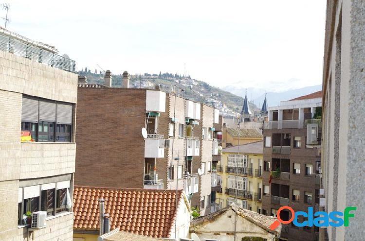 Gran piso de 3 dormitorios en pleno centro de Granada,