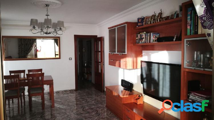 Gran piso de 4 dormitorios y dos baños