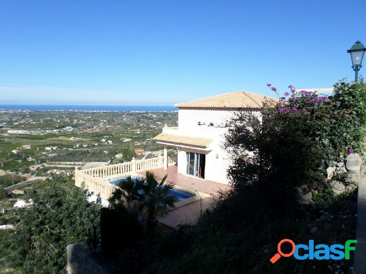 Hermosa villa con vistas a la montaña y al mar en La Sella,