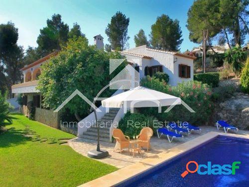 Hermosa villa de estilo mediterráneo en la zona de Adsubia,