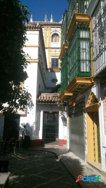 Hotel con encanto en el corazón del barrio de santa Cruz de