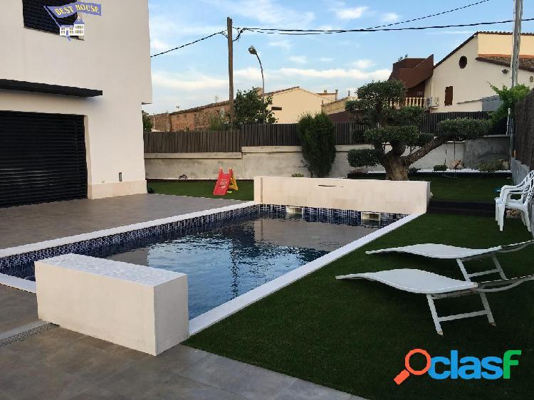 IMPRESIONANTE!! Casa de 5 hab, 3 baños, con piscina