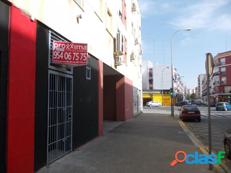 Ideal para negocio de hostelería, a pie de calle, salida de