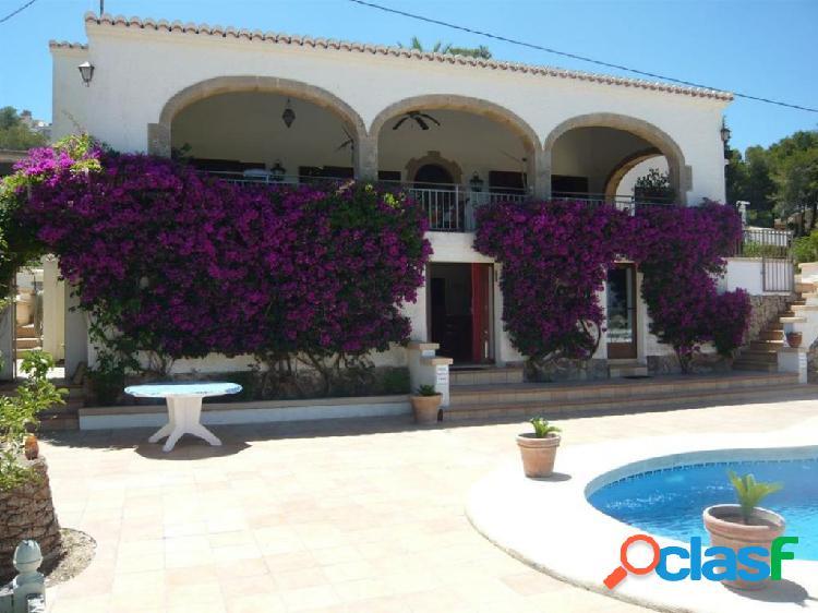 Impecable villa reformada en Javea con vistas al mar