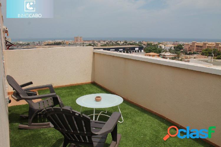 Impresionante adosado en Cala Flores con terrazas y vistas.