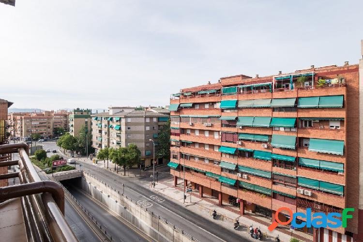 Impresionante Ático de 5 dormitorios en zona Caleta !!