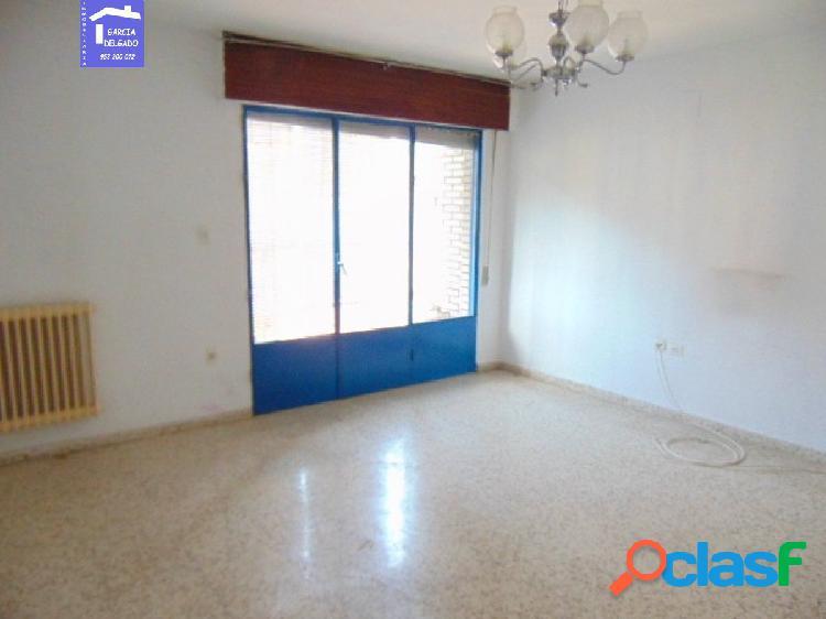 Inmobiliaria Garcia delgado vende piso junto a la