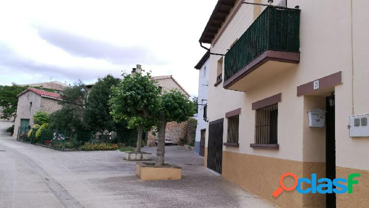 Junto al embalse de Alloz, bonita casa en Arzoz