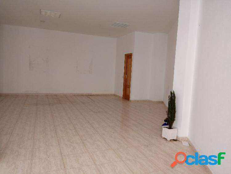 LOCAL COMERCIAL CON ESCAPARATE EN ZONA CENTRICA PARA