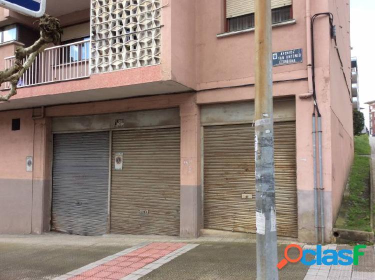 Local Comercial Muy Amplio En Esquina. Cualquier Negocio
