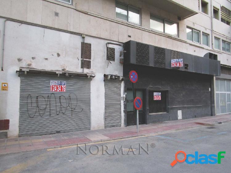 Local Comercial en Avenida Alfonso X el Sabio. Junto colegio
