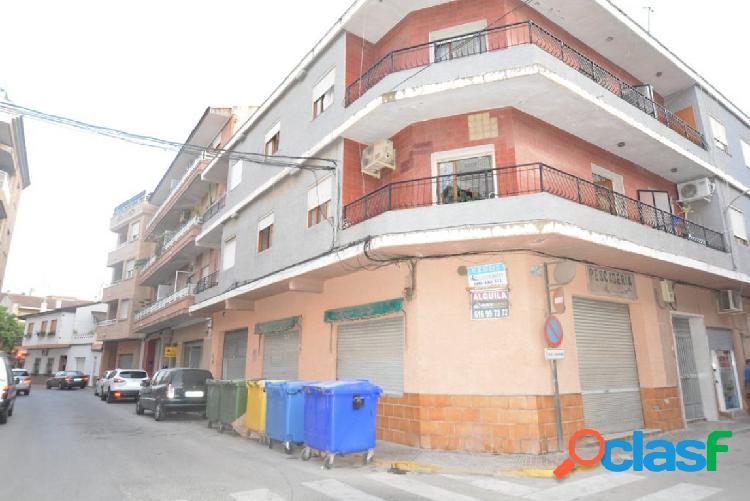Local comercial a dos calles en Beniel (Murcia)
