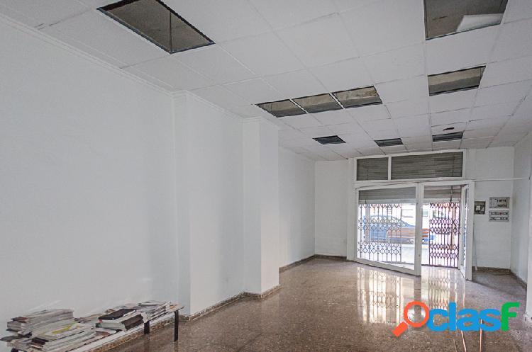 Local comercial de 205 m2 con salida a dos calles