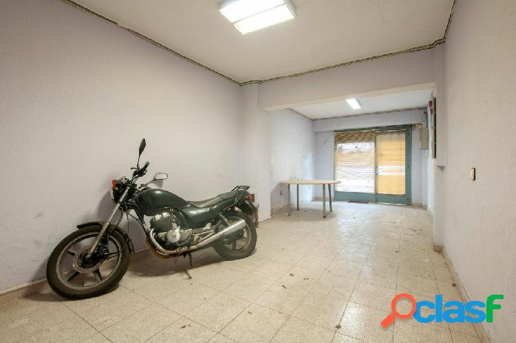 Local comercial en calle Brutau de 120 m2 con patio