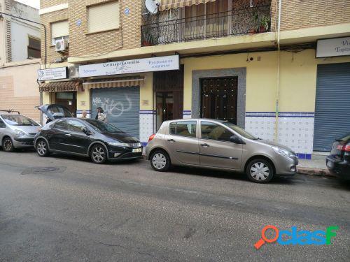 Local comercial, en calle de paso en el centro de Benicalap,