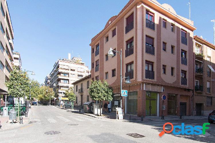 Local comercial en zona Alhamar - Barrio Figeres