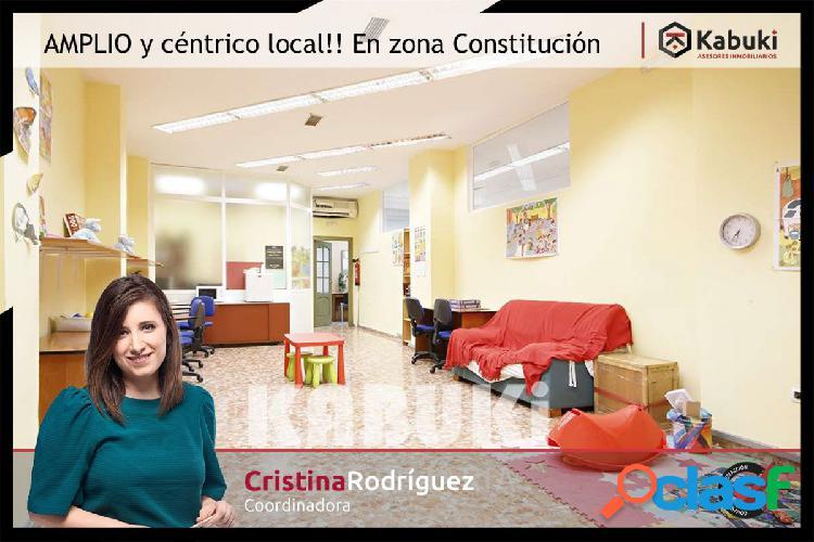 Local con excelente ubicación junto Av. Constitución