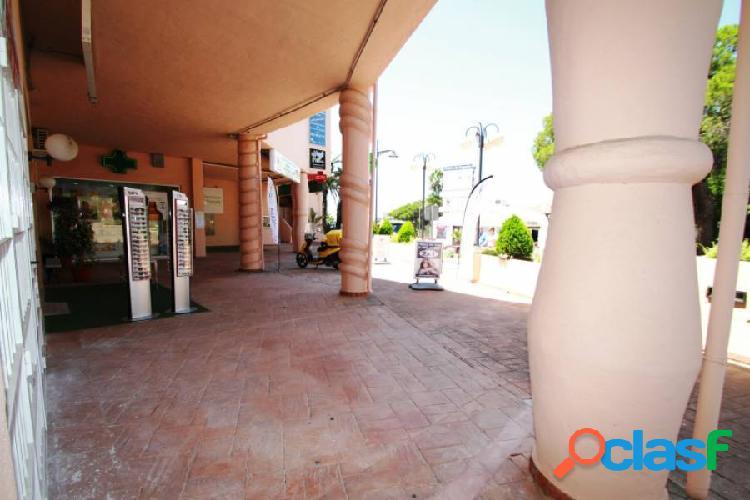 Local en Calahonda en centro comercial,