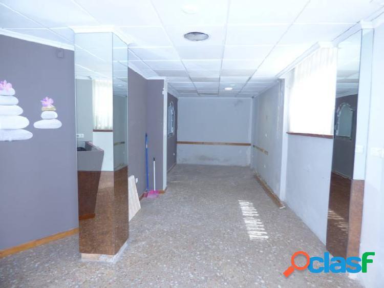 Local en alquiler de 100 m2 distribuidos en varias estancias