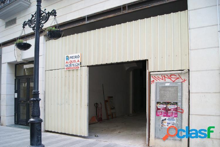 Local gran superficie en pleno centro comercial de Gandia