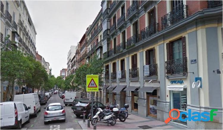 Local junto a Serrano y Goya, calle muy comercial y