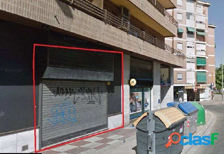 Local perfecto para negocio junto la Caleta y Mondragones