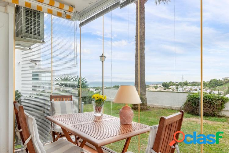 Lovely ground floor apartment with sea views from Calahonda!
