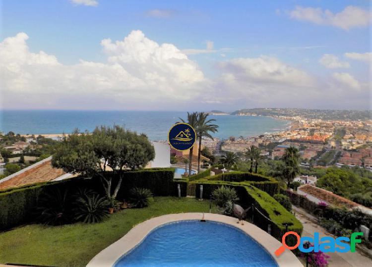 Lujosa Villa de 4 dorm y 4 baños con VISTAS PANORAMICAS al