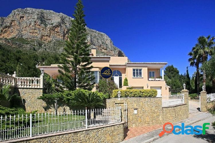 ⚜ Lujosa Villa de Arquitectura y estilo Colonial en la