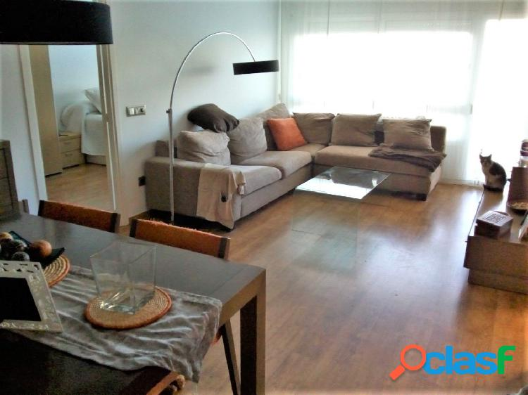 Luminoso y amplio piso reformado de 4 habitaciones con