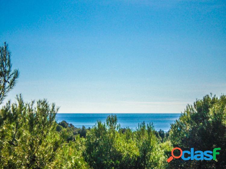Magnífica parcela con vistas al mar junto al campo de golf