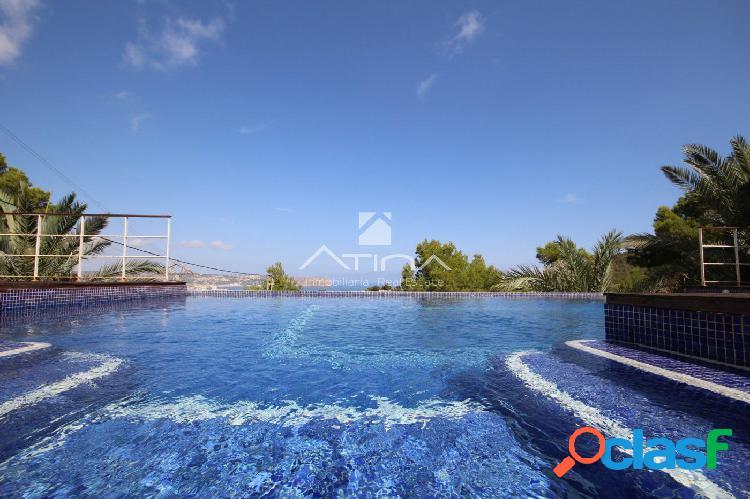 Magnífica villa con excelentes vistas al mar y al Montgo,