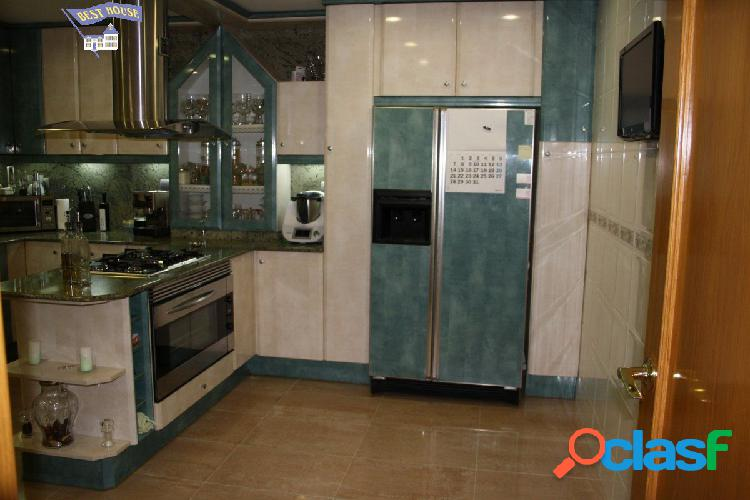 Magnifica Casa Adosada de 380 m2, 5 hab, 3 baños, parking y