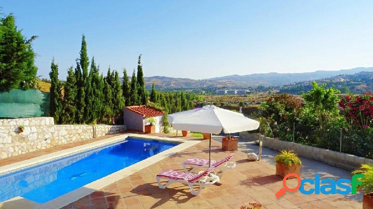 Magnifica Villa, de dos viviendas independientes situada en